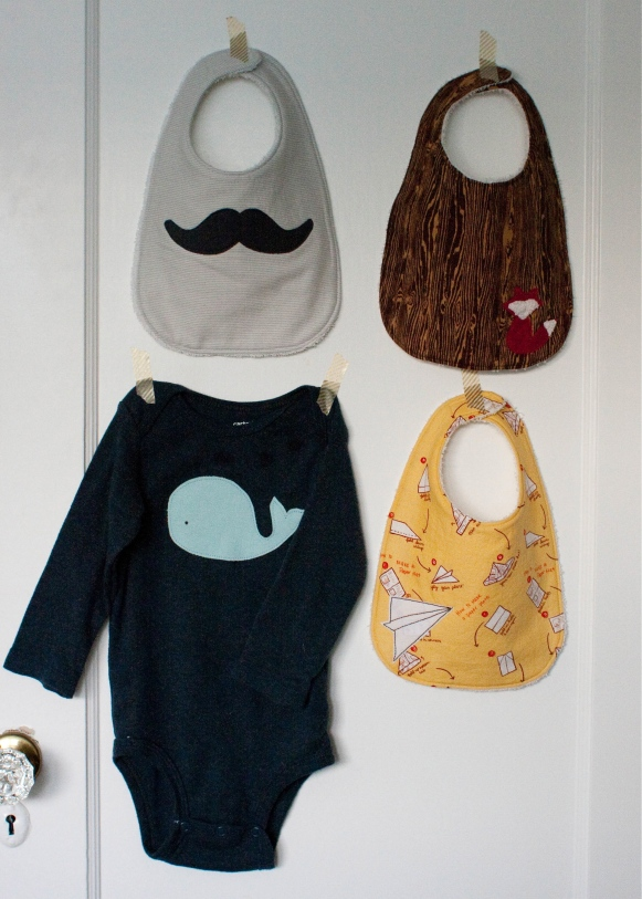 applique boy bib tutorial and free pattern // skirt as top
